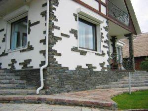 Дом, отделанный камнем