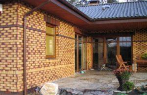 Фасад частного дома, покрытый облицовочным кирпичом