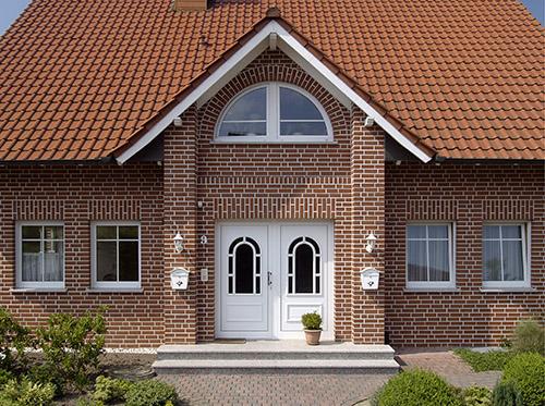 Фасадная плитка – более дешевый вариант по сравнению с клинкерной отделкой
