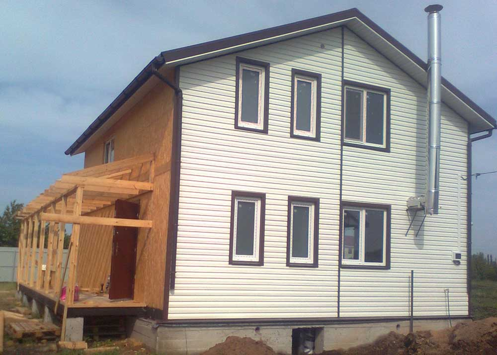 Фото процесса облицовки SIP домов