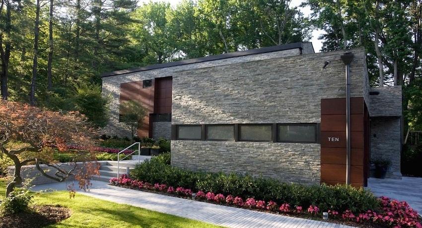 Гиперпрессованный облицовочный кирпич с успехом заменяет натуральный камень при отделке фасадов