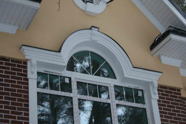 Обрамление окна из полиуретана