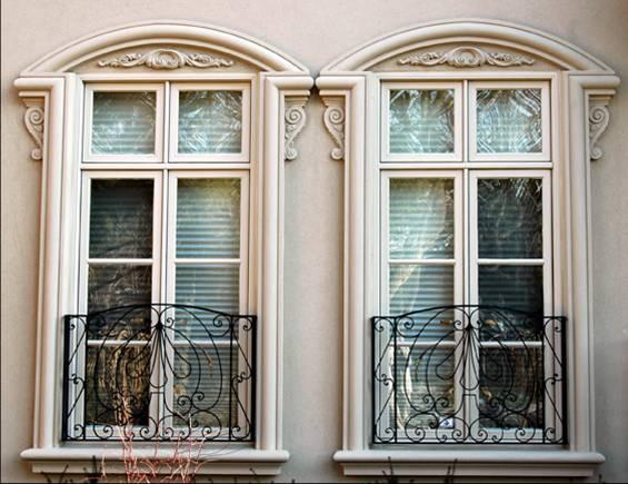 Обрамление окон на фасаде