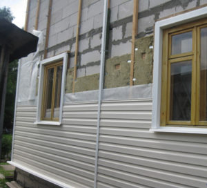 Отделка фасада дома из газобетона сайдингом