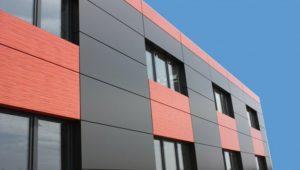 Отделка стен фасада панелями из композитных материалов