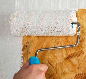 Процесс окрашивания плиты