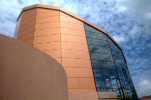 Преимущества фасадов из алюминиевых композитных панелей