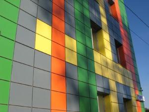 Разноцветный вентилируемый фасад