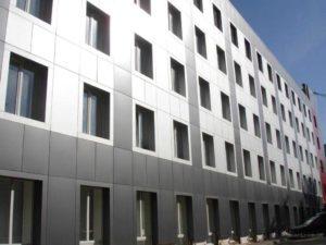 Самыми востребованными облицовочными материалами для облицовки фасадов зданий, стали алюминиевые композитные панели