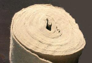 Стены любых деревянных домов необходимо утеплять войлоком