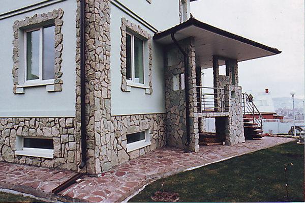 Украсить дом из СИП панелей искусственным камнем — очень просто