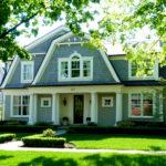 Бирюзовый красивый фасад дома
