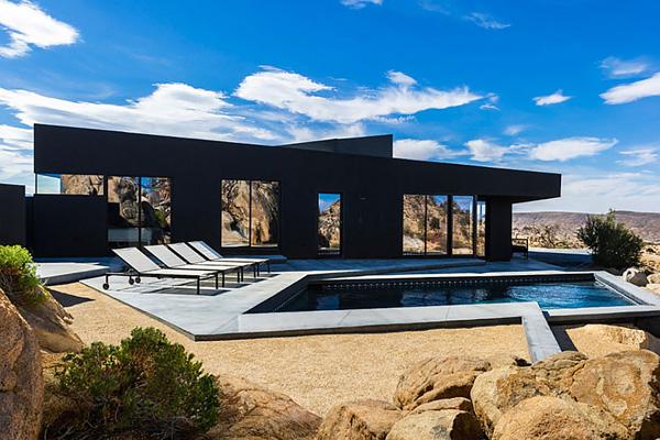 Черный фасад с помощью современных панелей