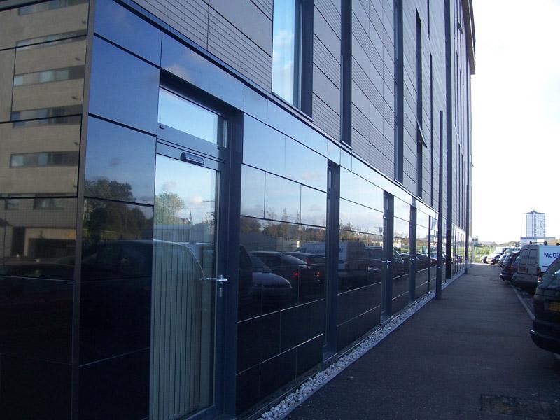 Черный цвет современного фасада