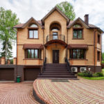 Дизайн коричневого фасада