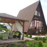 Дом без стен с треугольным фасадом
