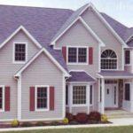 Дом с фасадом фиолетового цвета