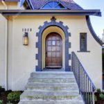Варианты фасадов с лестницей