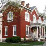 Фасад, обладающий красным цветом