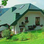 Фасад с красивым бирюзовым цветом