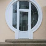 Фасад с окнами круглой формы