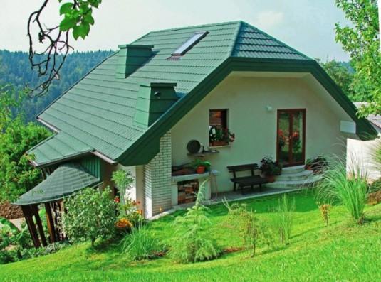 Фасад с оригинальным оливковым цветом