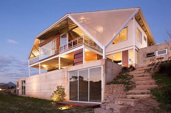 Фасад современного дома с террасой