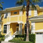 Оригинальный желтый фасад