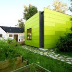 Фасад здания, выполненный в зеленом цвете