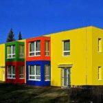 Фасад желтого яркого цвета