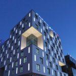 Фасадная современная плитка голубого цвета для дома