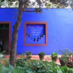 Голубая плитка для оформления современного фасада