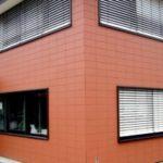 Используем оранжевые фасадные панели под кирпич