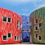 Как использовать фасадные панели красного цвета