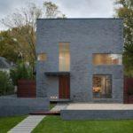 Как обустроить фасад с квадратной формой