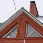 Как украсить фасад с треугольными окнами