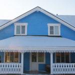 Как выбрать голубой фасад