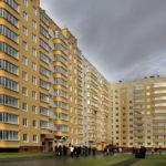Классический фасад десятиэтажного дома