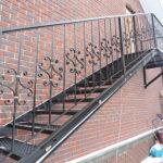 Кованая лестница для фасада здания