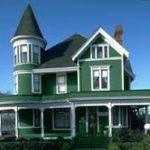 Красивый фасад в зеленом цвете