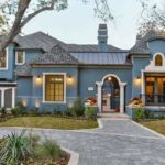 Красивый синий фасад