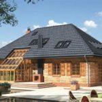 Крыша трехскатного типа для оформления фасада