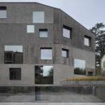 Квадратные окна разного размера для оформления фасада