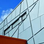 Металлические панели голубого цвета для фасада