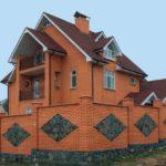Надежный фасад оранжевого цвета