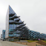 Необычный дизайн треугольного фасада