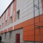 Обустройство фасада оранжевого цвета с помощью панелей