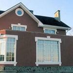Офорлменный фасад с большими окнами