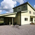 Оформление фасада с односкатной практичной крышей