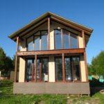 Оформляем фасад с большими окнами